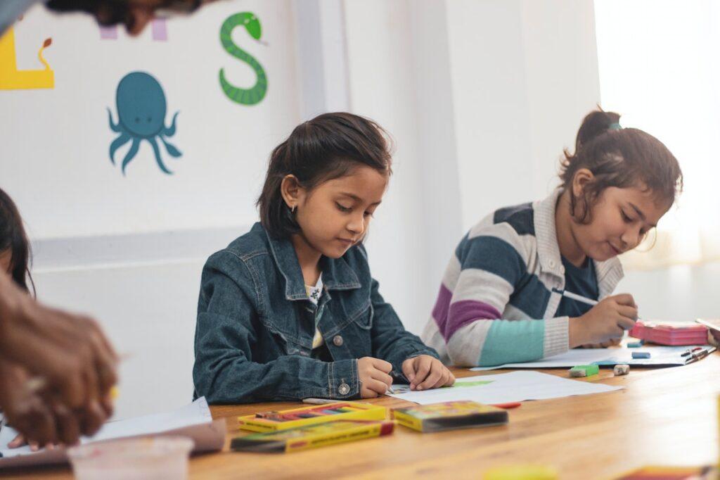 Educator relates experience of school re-openings in Switzerland
