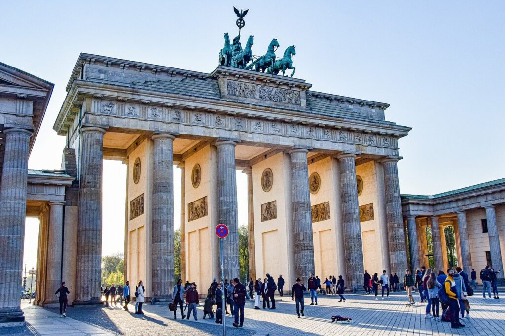 August 29 Berlin protest on COVID-19  lockdowns brings huge numbers of people to the streets